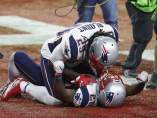 James White (d) celebra el triunfo en la Super Bowl