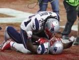 James White (d) celebra el triunfo en la Super Bowl