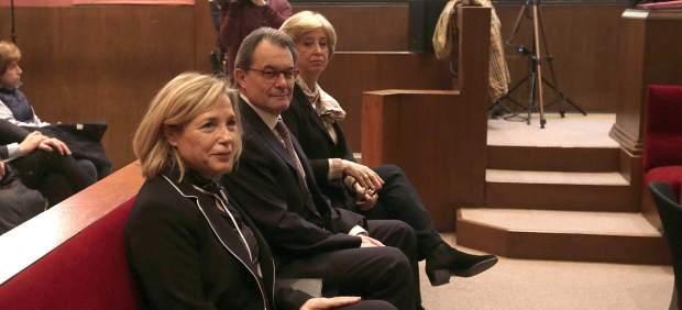 Artur Mas, Irene Rigau y Joana Ortega sentados en el banco de los acusados.