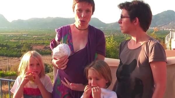 Brenda, María José y los tres hijos de la pareja