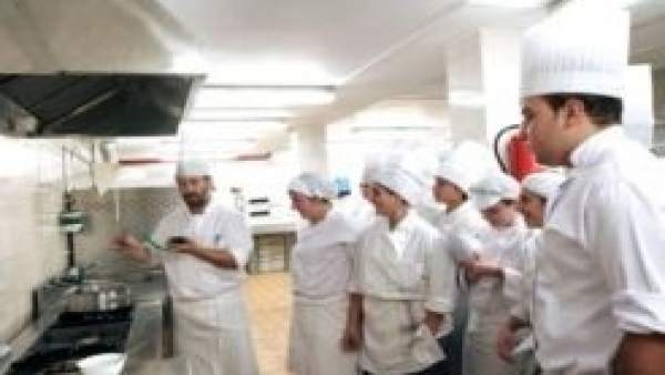 Abierta la inscripci n en 16 cursos para que personas desempleadas obtengan certificados de - Cursos de cocina en pamplona ...