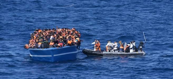 Los militares españoles rescatan a 500 personas en el Mediterráneo