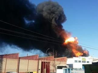 Incendio en una nave de productos químicos en Paterna