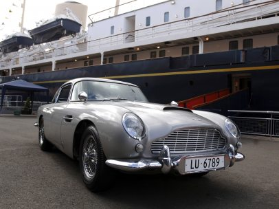 El coche de James Bond llega a París