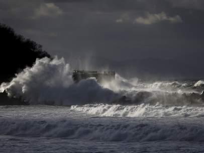 Viento y olas en San Sebastián