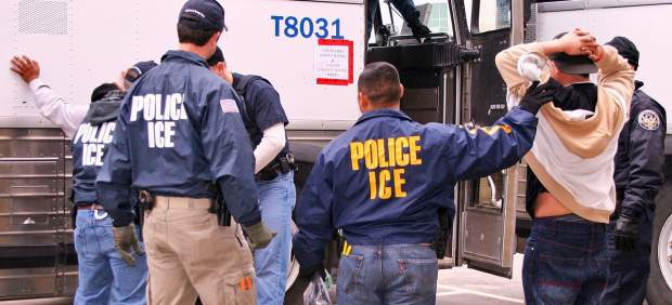 \Servicio de Inmigración y Aduanas\