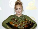 Adele presume con sus cuatro Grammy