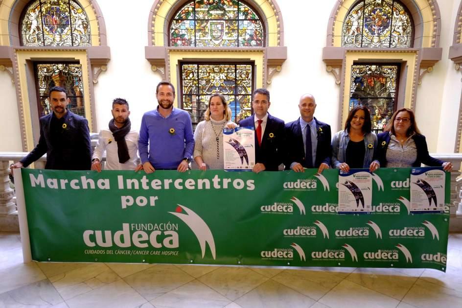 Unos alumnos participar n en la quinta marcha for Centro de salud ciudad jardin almeria