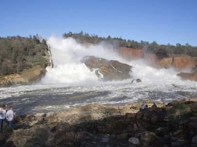 Presa de California que ha provocado la evacuación de 200.000 personas