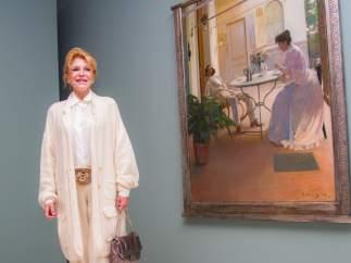 La baronesa Carmen Thyssen, junto a la obra 'Interior al aire libre' de Ramón Ca