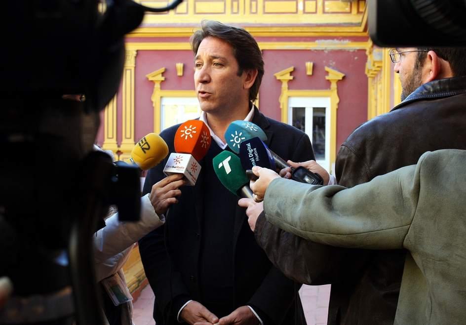 Cs exige m s personal ante el colapso que padecen las oficinas de renovaci n del dni de la - Oficinas renovacion dni barcelona ...