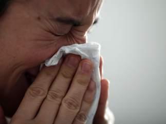 Gripe, resfriado, constipado, constiparse, mujer tosiendo, toser, tos