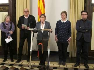 La presidenta, Carme Forcadell, y cuatro miembros de la Mesa del Parlament.