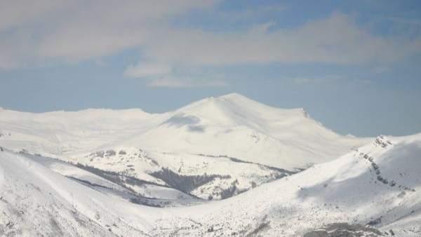 Imagen de Picos de Europa nevados