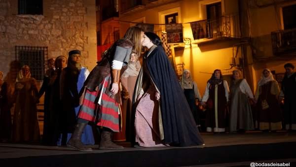 Beso de Isabel de Segura y Diego de Marcilla, en las Bodas de Isabel