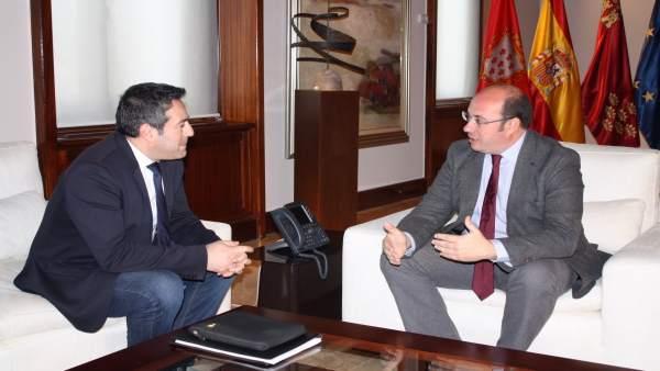 Foto/ El Presidente De La Comunidad Se Reúne Con El Alca Lde De Alcantarilla