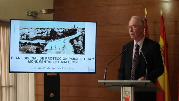 El concejal Antonio Navarro, en la rueda de prensa