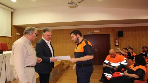 El delegado de la Junta en Huelva, Francisco Romero, con Protección Civil.