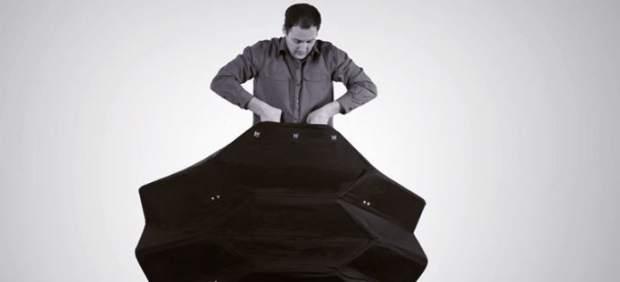 Crean un escudo antibalas portátil y plegable que puede proteger hasta tres personas
