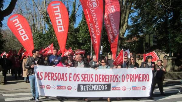 Manifestación en Santiago por 'salarios y empleo dignos'