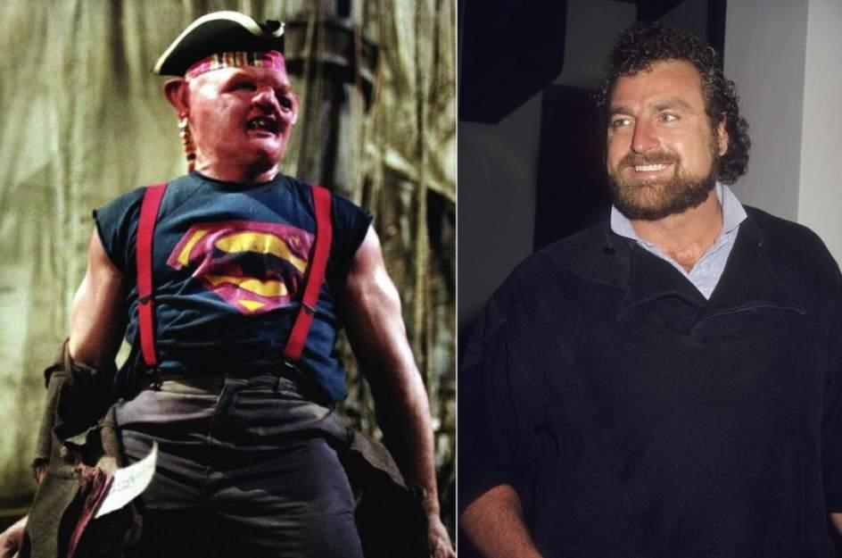 John Matuszak / Sloth en 'Los Goonies' (1985). John Matuszak (1950-1989), un jugador de rugby de 2 metros y 3 centímetros, fue el gigante Sloth de la película emblemática de aventuras juveniles 'Los Goonies'.
