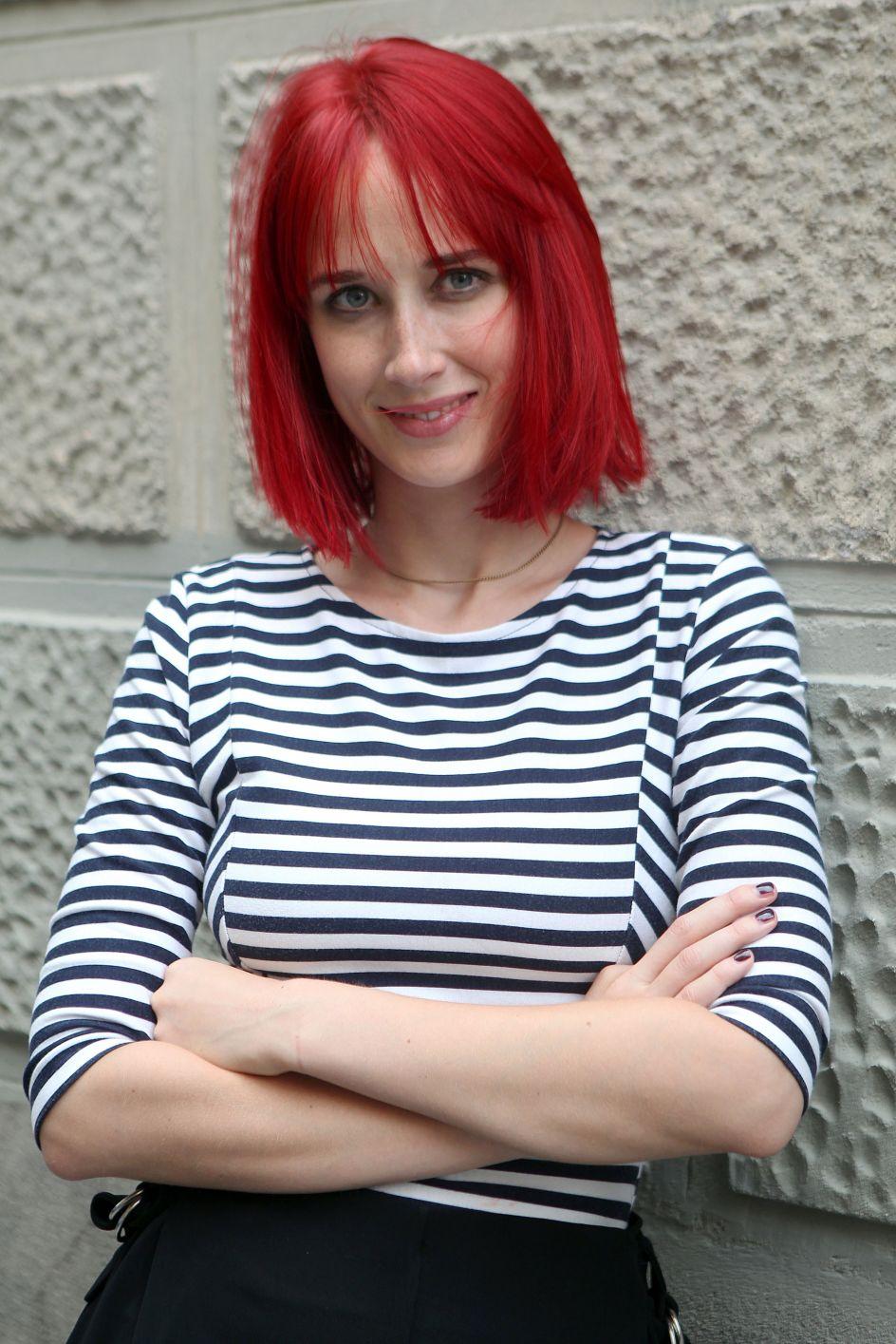 Ingrid García Jonsson. Posado de la actriz Ingrid García Jonsson durante el rodaje de la película Ana de día, en Madrid, con un pelo al estilo Ariel.
