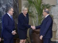 """Le Pen dice que Al Assad """"es la solución más tranquilizadora"""""""