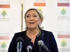 Le Pen rechaza cubrirse la cabeza para reunirse con un líder musulmán y éste no la recibe
