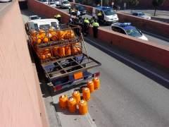 Camión de butano interceptado con el hombre detenido por robarlo en Barcelona.