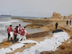 Al menos 74 inmigrantes y refugiados mueren en un naufragio frente a Libia