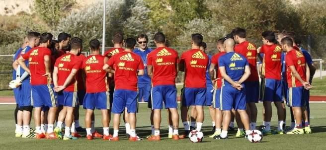 Lopetegui dirige su primer entrenamiento con la selección española