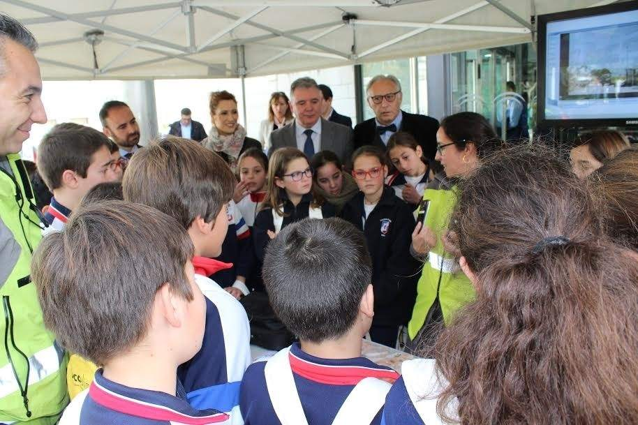 Educaci n la junta celebra con m s de 120 escolares una jornada de puertas abiertas por el d a - Pisos de la junta de andalucia ...