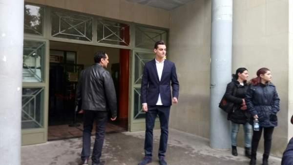 El youtuber alicantino MrGranbomba a la entrada del juicio