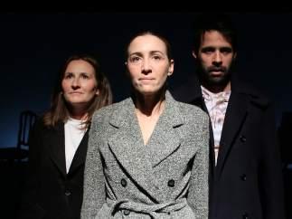 Elena Corral, Laura Lorenzo y Antonio Lafuente durante una escena de la obra 'Moscú (3.442 Km)'