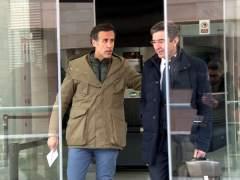 El hijo pequeño de Ruiz-Mateos saliendo de los juzgados de Lleida