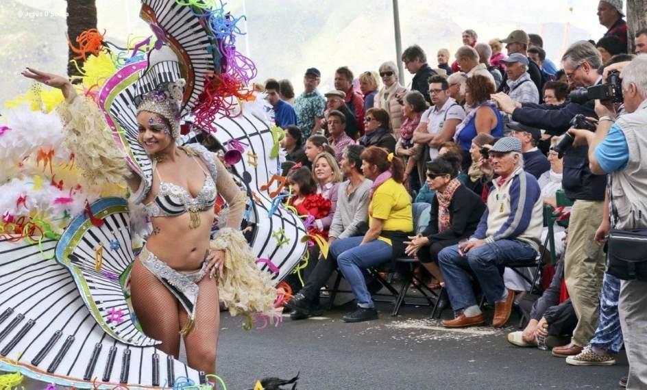 Resultado de imagen de El Coso Apoteosis recorre las calles de Santa Cruz de Tenerife
