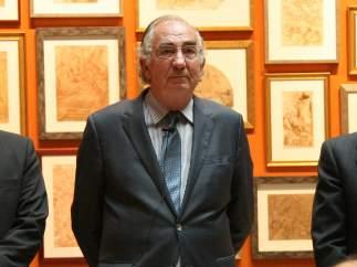 Amado Franco (centro) presenta su renuncia como presidente de Ibercaja.