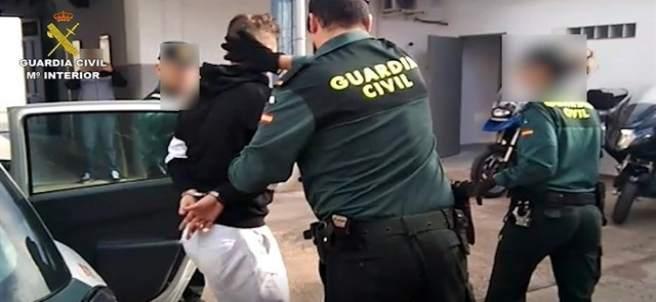 El detingut per donar una palissa a la seua parella que va ser gravada