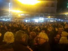 Decenas de personas protestan contra la absolución a la infanta