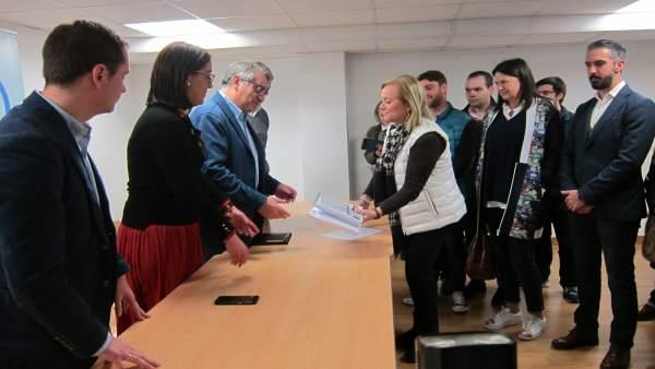 La presidenta del PP de Asturias, Mercedes Fernández, presenta sus avales