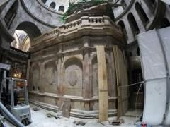Retiran el 80% del andamiaje británico de 1947 alrededor del Edículo de la tumba de Jesús