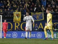 El Real Madrid remonta en Villarreal y mantiene al Barça a raya
