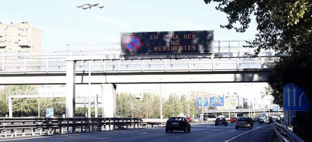 Tráfico, coches en la M30 de Madrid