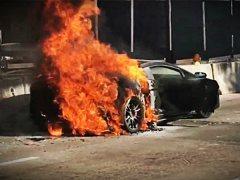 Un Lamborghini Gallardo arde en una calle de Miami