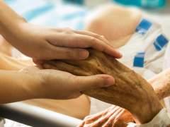 Los médicos piden que se incluya la sedación en la ley de cuidados paliativos
