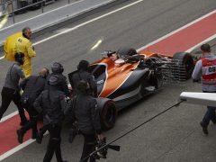 El McLaren vuelve a dar problemas en Montmeló