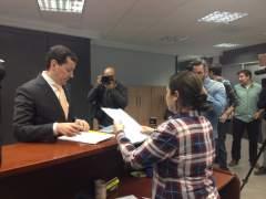 José Luís Bayo presenta els seus avals en la seu del PPCV