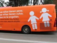 La Policía Municipal inmoviliza el autobús de Hazte Oír