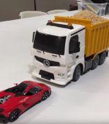 Este camión teledirigido esconde una dulce sorpresa