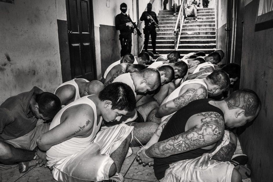 'Latidoamérica'. Una de las fotos de la serie 'Latidoamérica', en la que Javier Arcenillas explora el caos y la violencia en Centroamérica